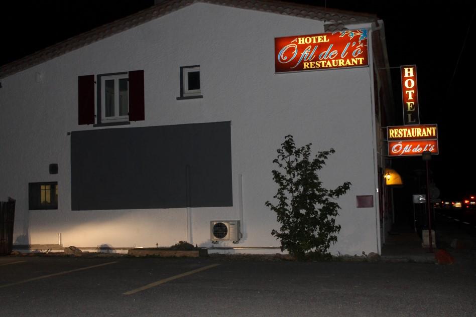 Hôtel by night